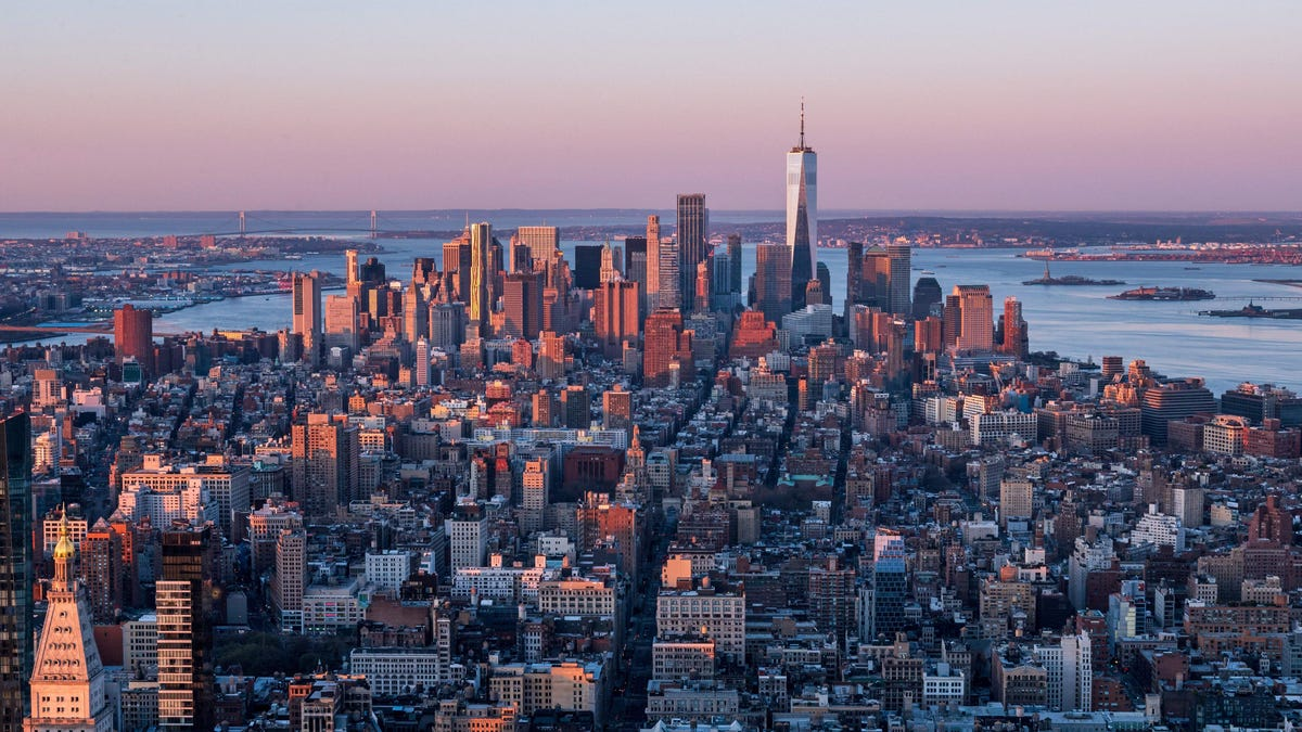 photo of NYC Becomes First U.S. City to Create Vaccine Mandate for Gyms, Indoor Dining, and Entertainment image