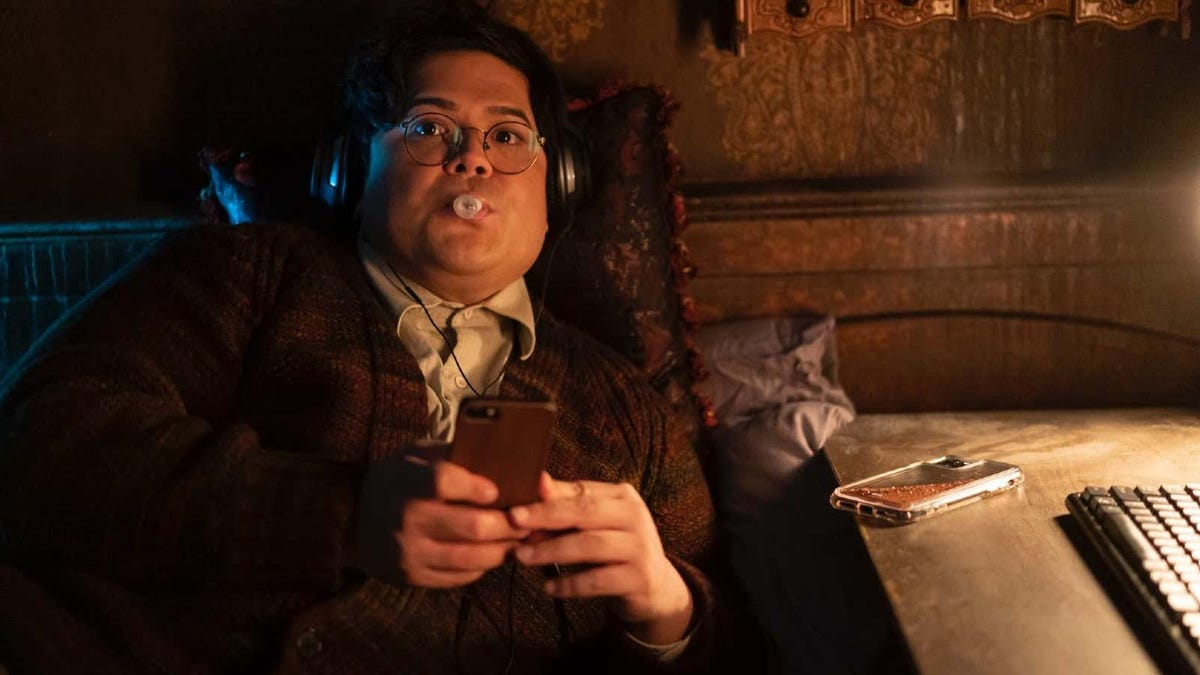 What We Do in the Shadows Is Getting a Weekly Aftershow With Harvey Guillén as Host thumbnail