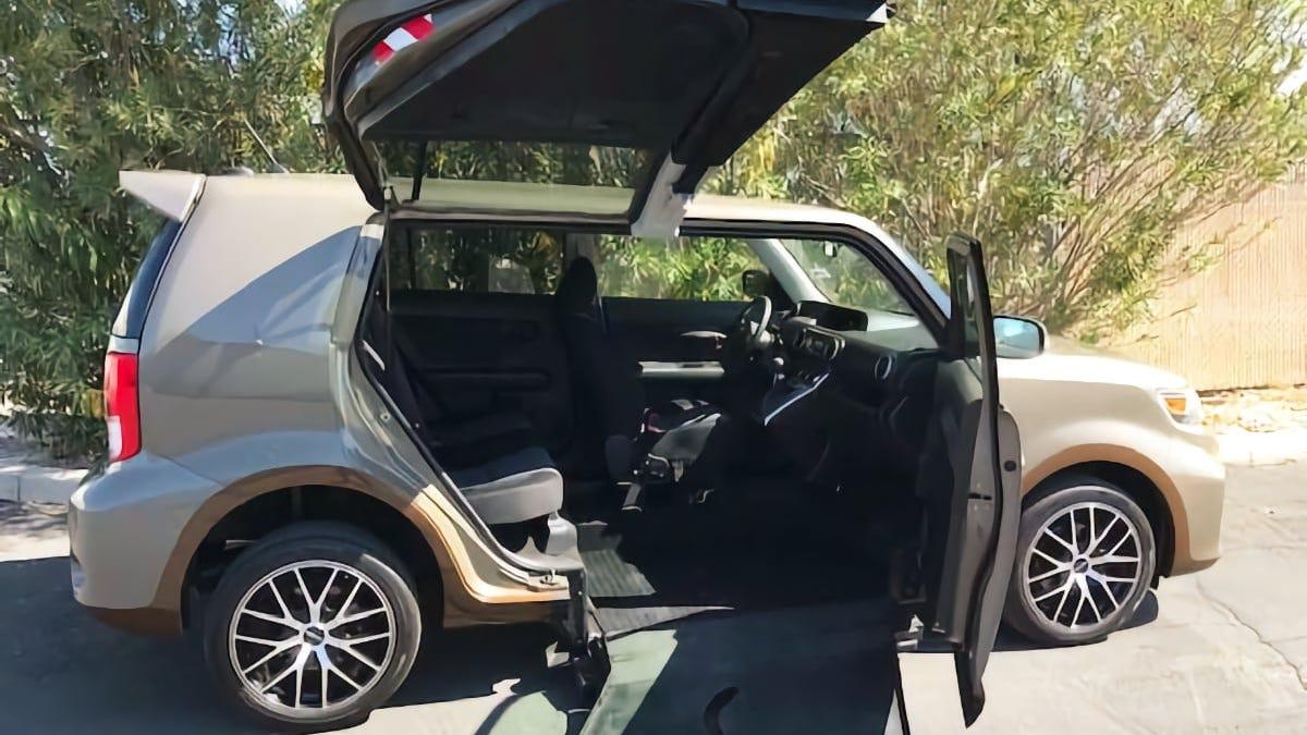 Könnten Sie sich bei einem Preis von $17.250 dazu bewegen lassen, diesen 2011 Scion xB Mobility Car zu kaufen?