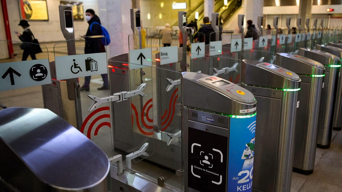 You Can Now Pay for Ride Fares in the Moscow Subway With Your Face thumbnail