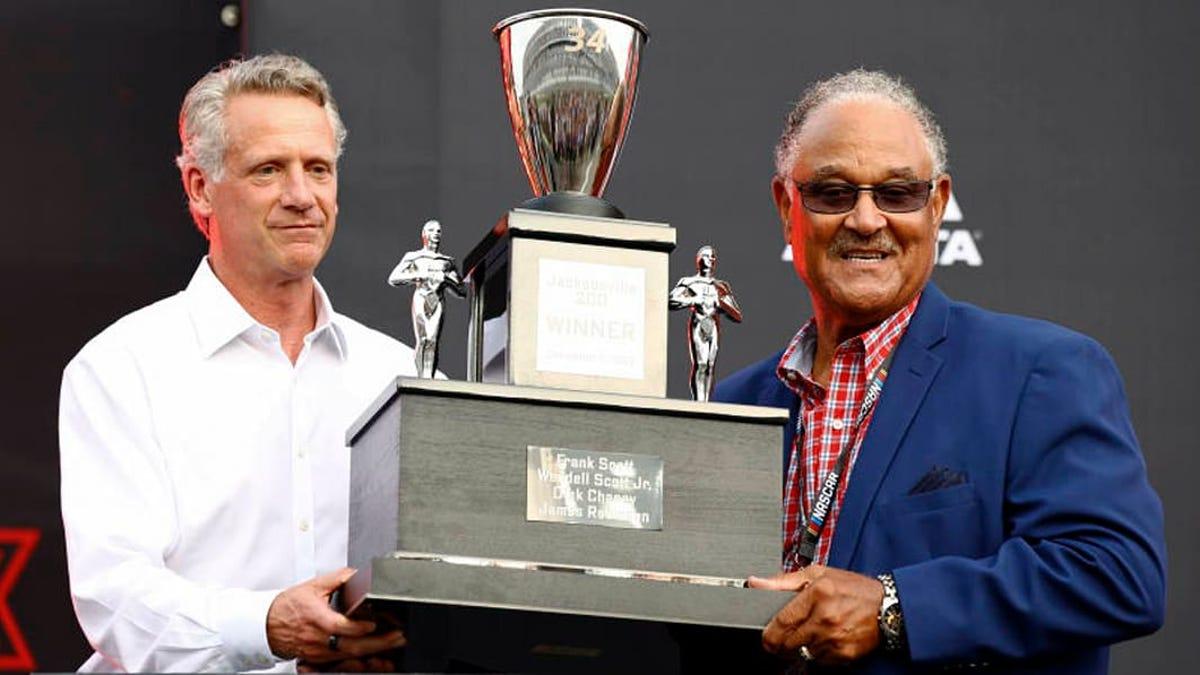 Es dauerte 58 Jahre, bis der einzige schwarze NASCAR-Cup-Sieger der Geschichte seine Trophäe erhielt.