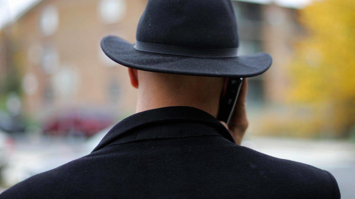 Unos ladrones clonan con IA la voz del director de una empresa para robar 35 millones de dólares