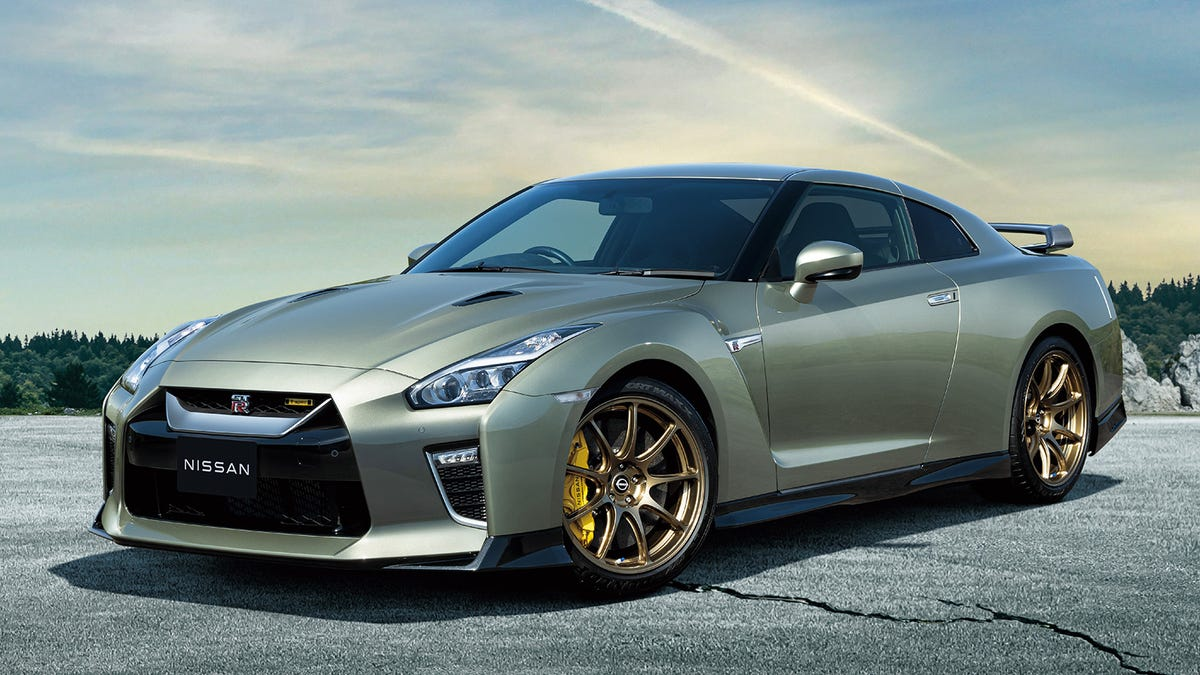 Nissan Attempts To Distract From The GT-R's Advanced Age With Two Very Special New Colors