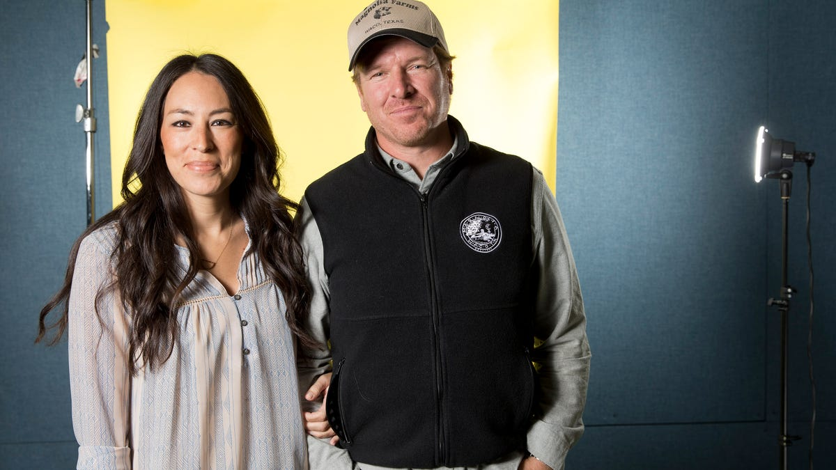 Fixer Upper Couple Donates $1,000 to Texas School Board Candidate Trying to Ban 'Critical Race Theory'
