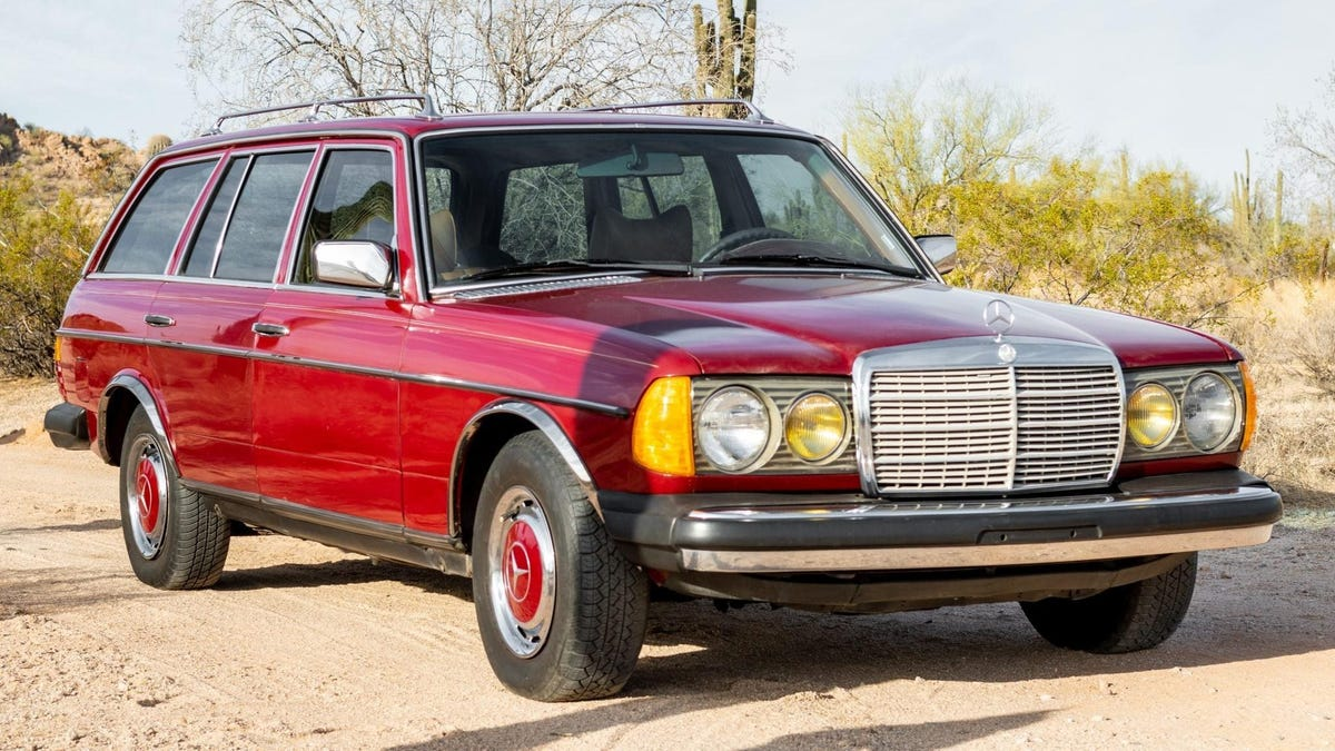 This Mercedes-Benz Diesel Wagon Has 782,000 Miles And Still Looks Mint
