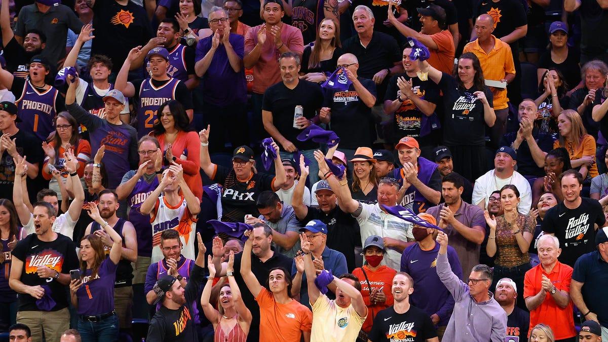 SEE IT: Phoenix fan pummels man in Nuggets jersey, declares 'Suns in four'