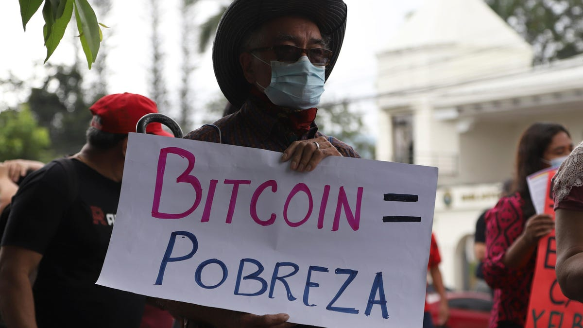 El Salvador Buys 400 Bitcoin as Crypto Officially Becomes Currency on Tuesday thumbnail