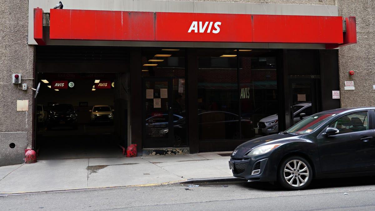 Ein Mann behauptet, dass Avis ihm seinen Mietwagen zurückgestohlen hat
