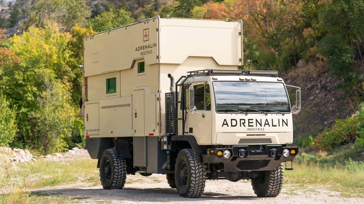Dieses riesige 4x4 Wohnmobil ist die krasseste Art, abseits der Straße zu campen