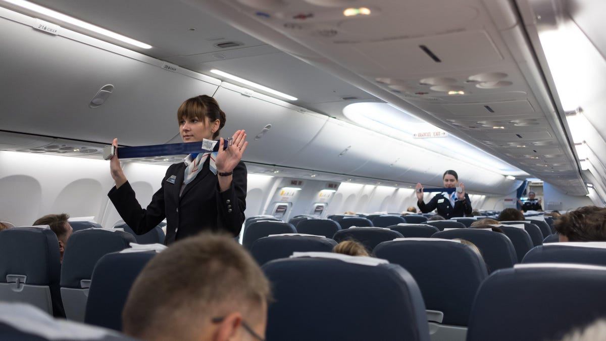 Why You Shouldn't Intervene If There's a Fight on a Plane (and What to Do Instead)