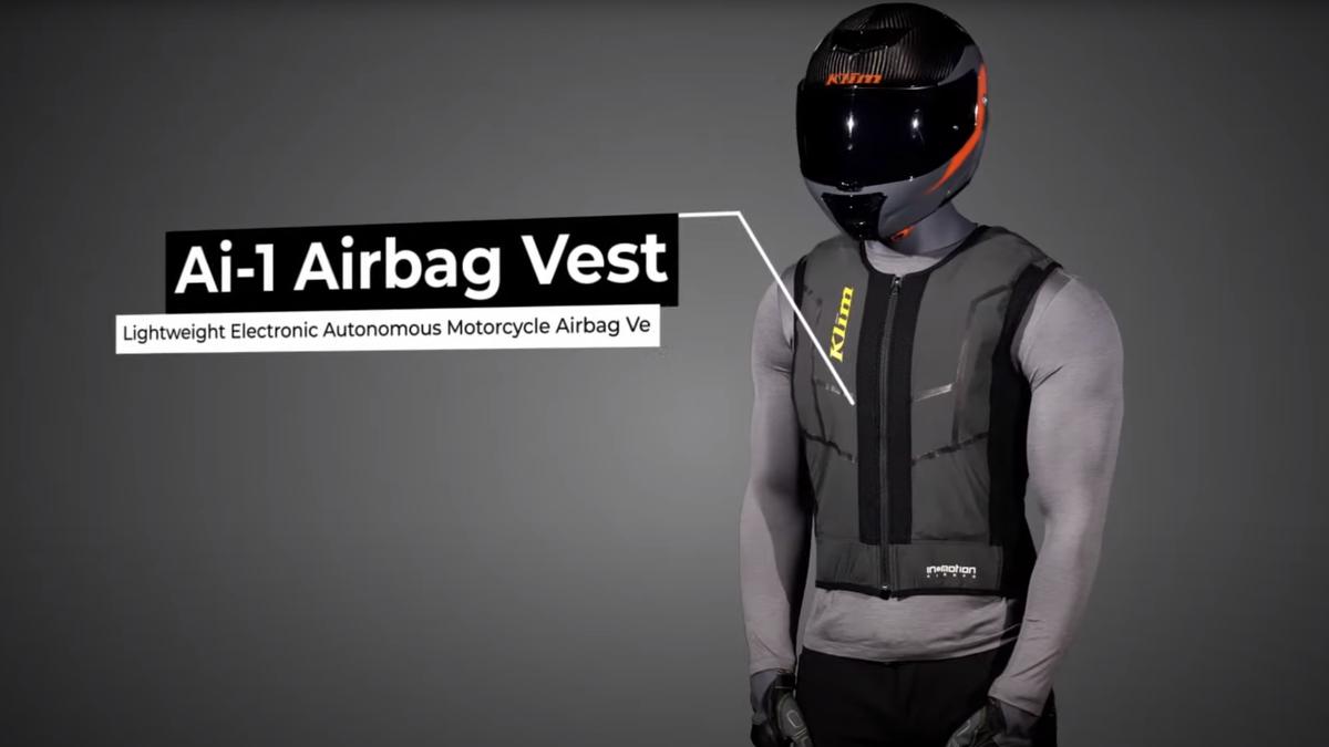 Este chaleco con airbag solo se abre si tienes pagada tu suscripción al día