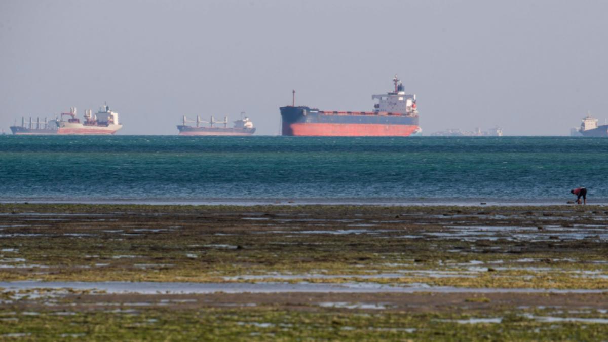 Ein Schiff ist im Suezkanal stecken geblieben. Wieder€