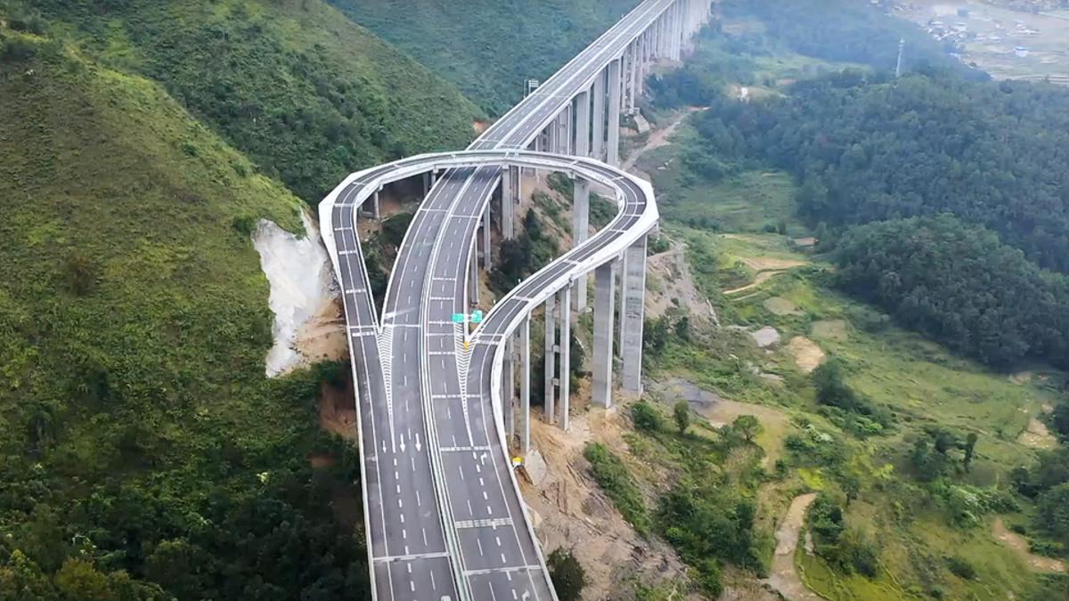 La solución china para cambiar de dirección en vías de montaña