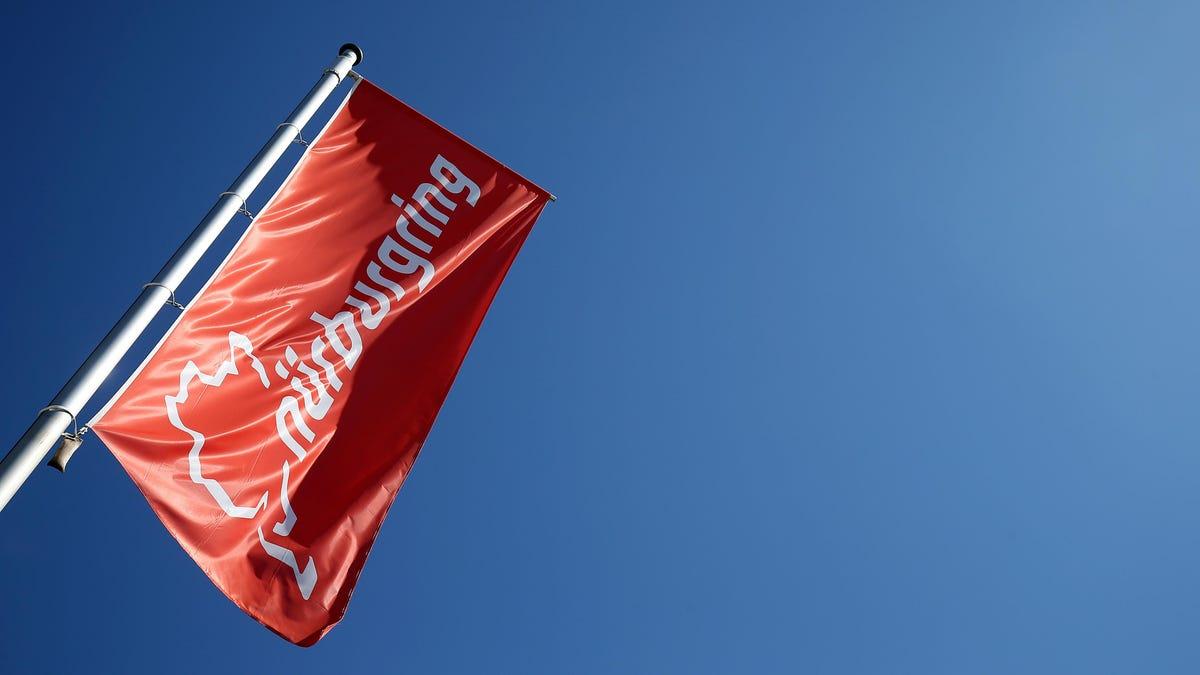 Ein Toter, sieben Verletzte bei Massenkarambolage auf dem Nürburgring