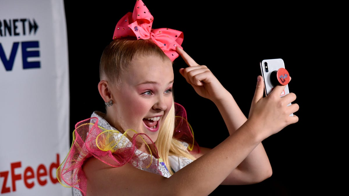 JoJo Siwa Has Made The Difficult Decision to Wear Fewer Hair Bows