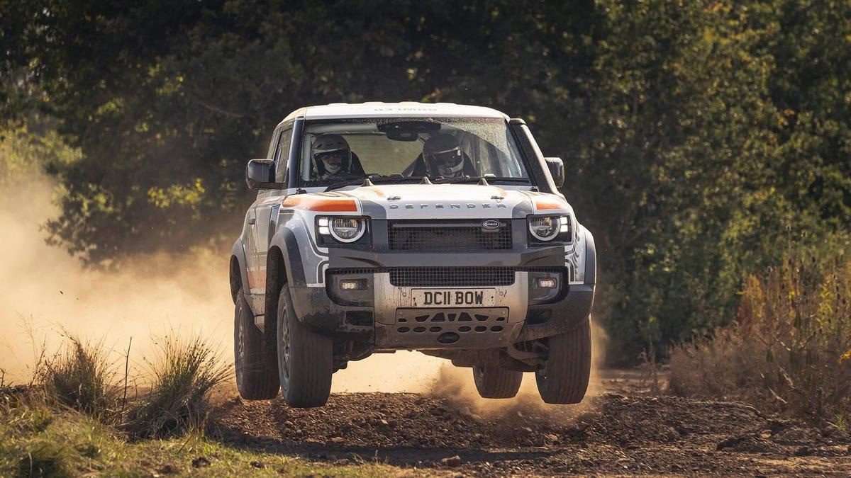 Der Defender 90 sieht als Rallye-Maschine noch cooler aus