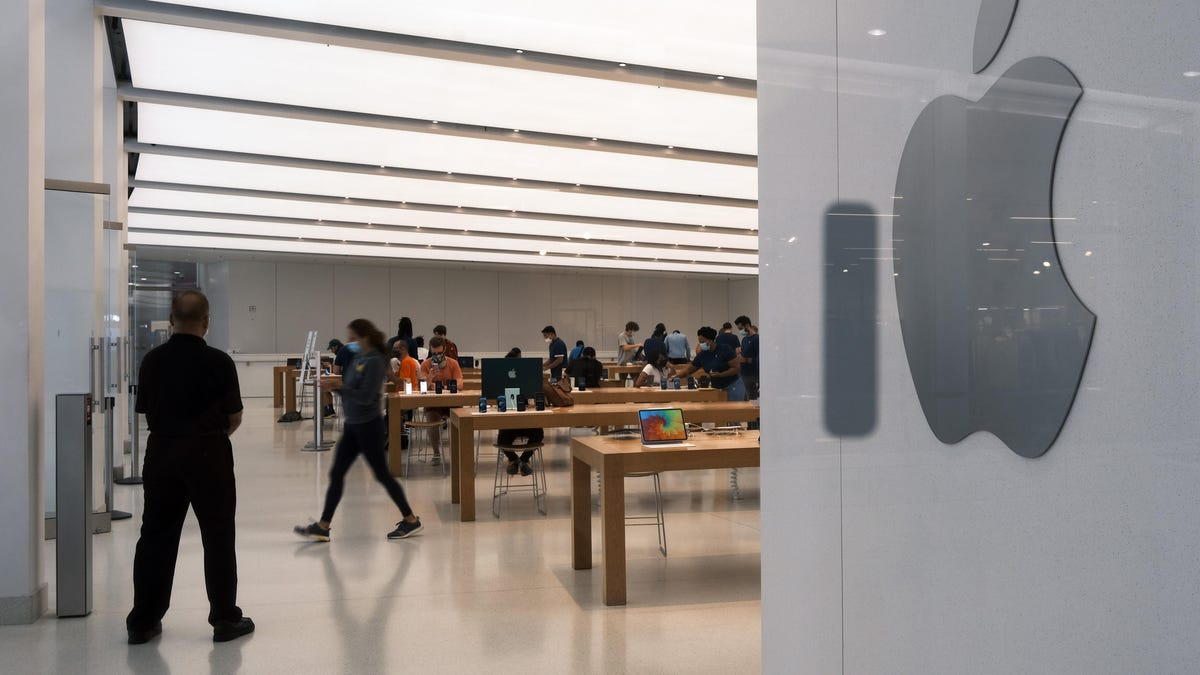 Apple Workers, Alleging Discrimination and a 'Culture of Secrecy,' Mobilize thumbnail