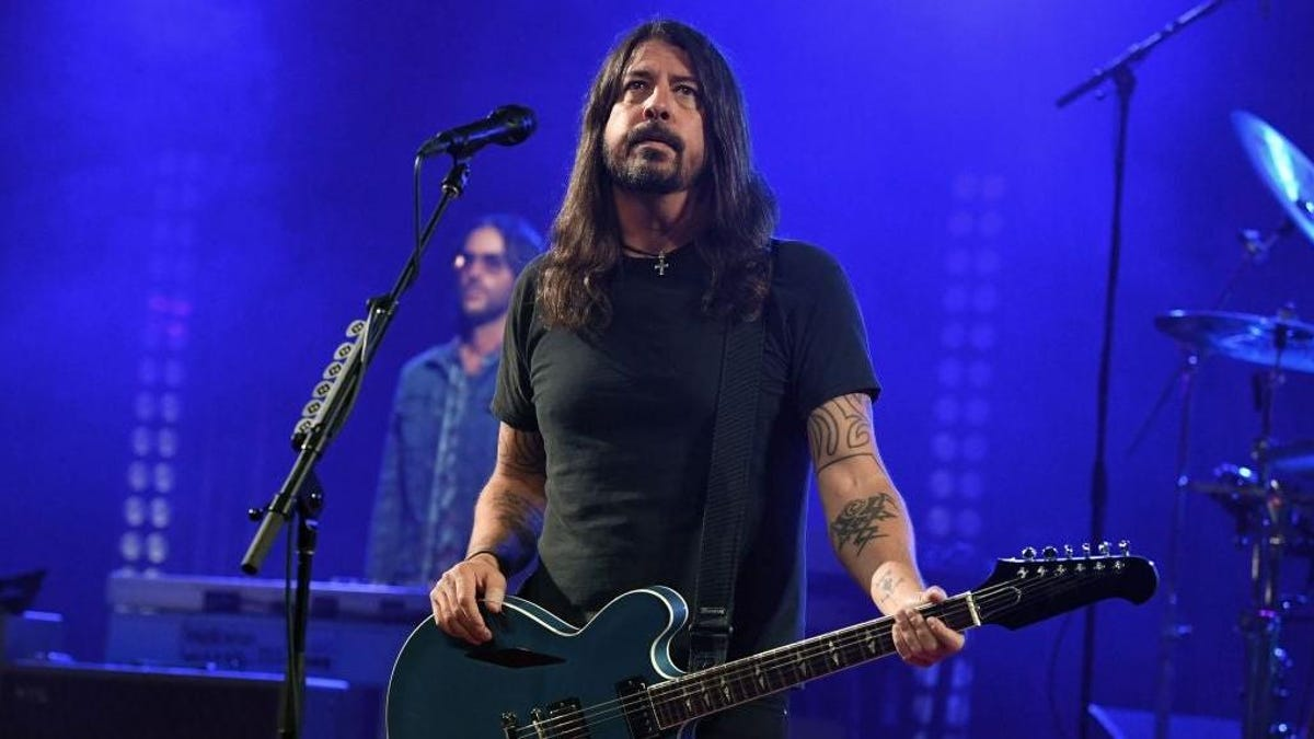 Anti-vaxxers try to throw monkey wrench into Foo Fighters show