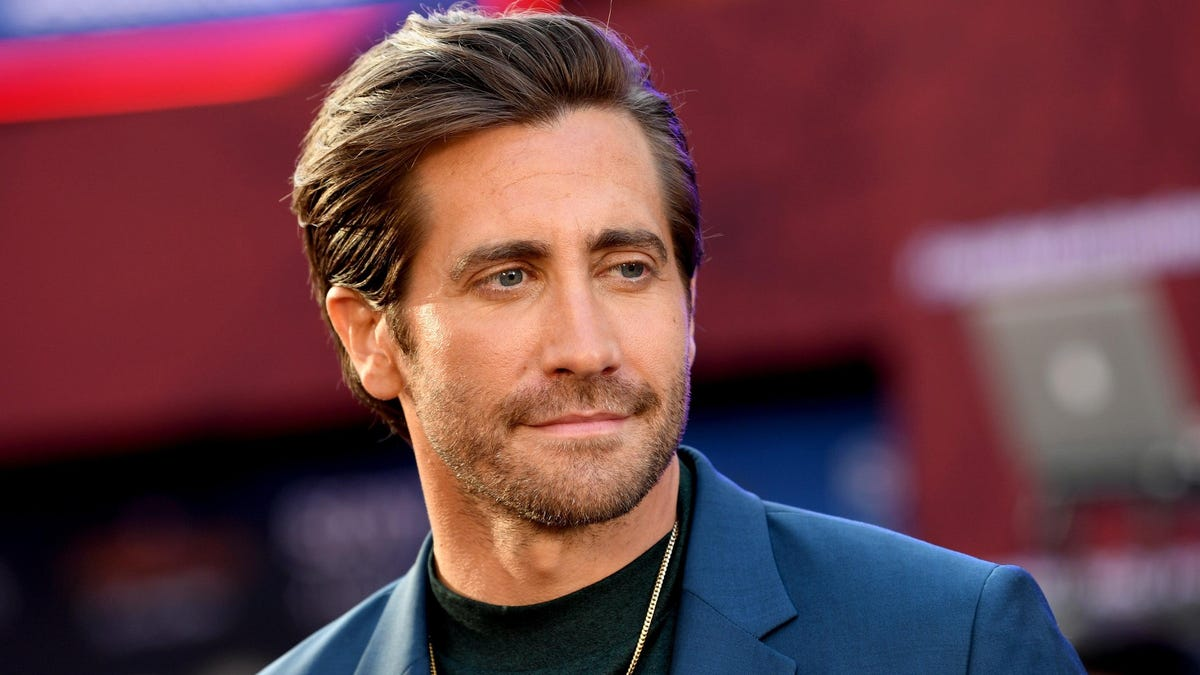 Jake Gyllenhaal Just Has That Literary Scammer Look About Him