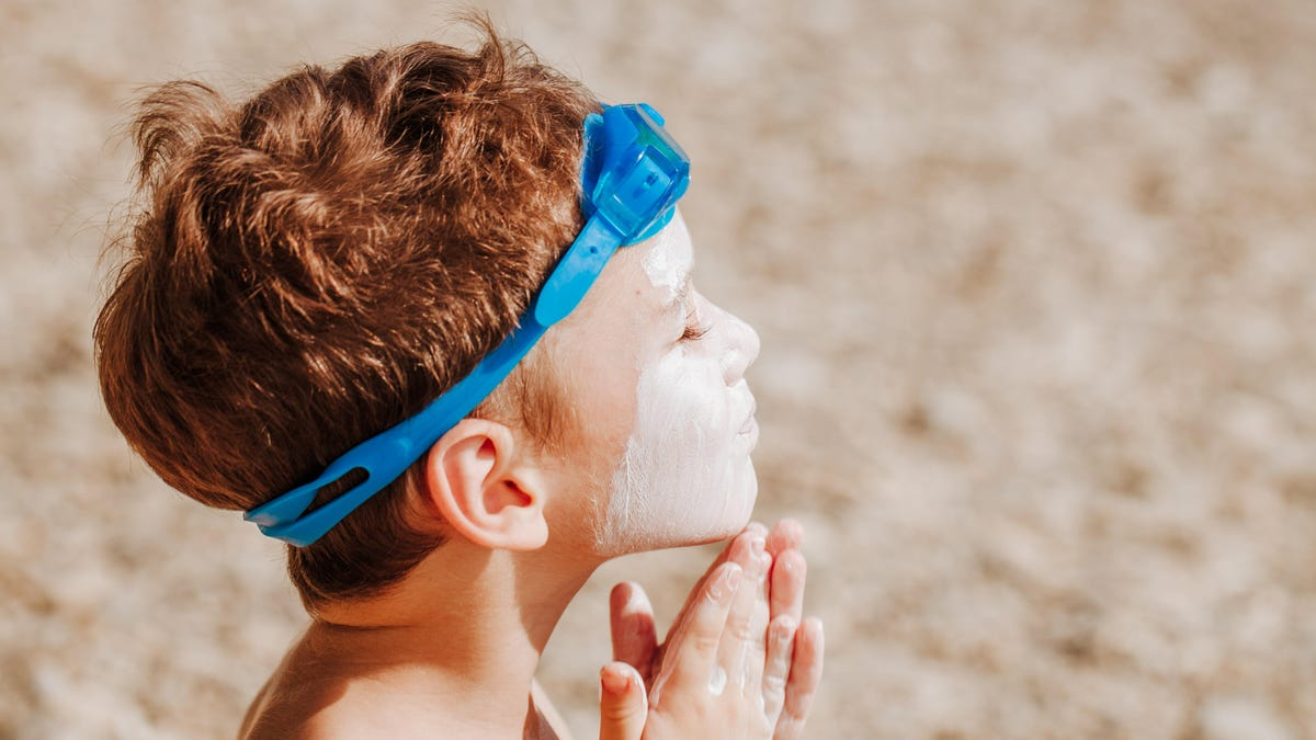 Our Kids Aren't Wearing Enough Sunscreen - Lifehacker