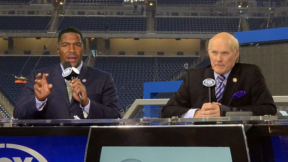 Michael Strahan Gives Passionate Speech About Being Black In America While Terry Bradshaw Patiently Waits to Discuss 'Buick Keys To Success'