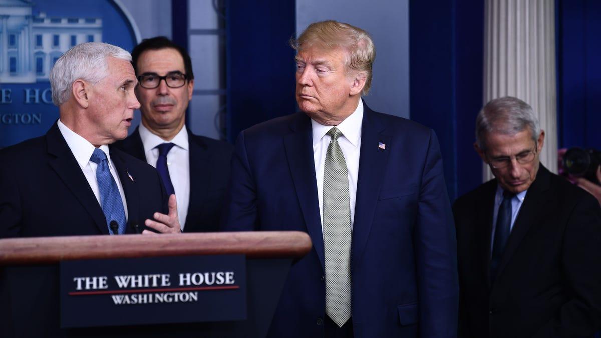 Trump Leise Prüfungen Mit Helfer, Um sicherzustellen, Er würde Einbezogen Werden, Erhalten $1,000 Regierung Prüft