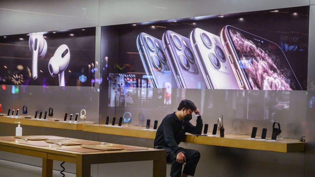 Citing Coronavirus, Apple Temporarily Closes Its Doors in China