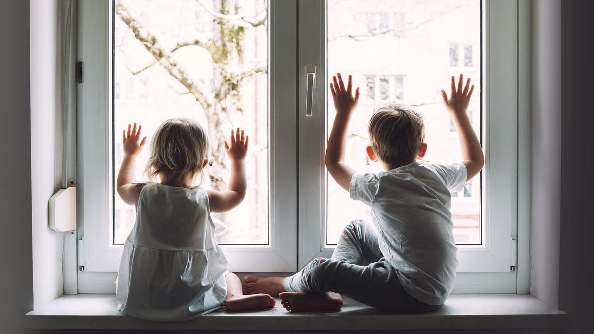 Làm thế nào một số cha mẹ đang xử lý việc chăm sóc trẻ em trong mùa thu này