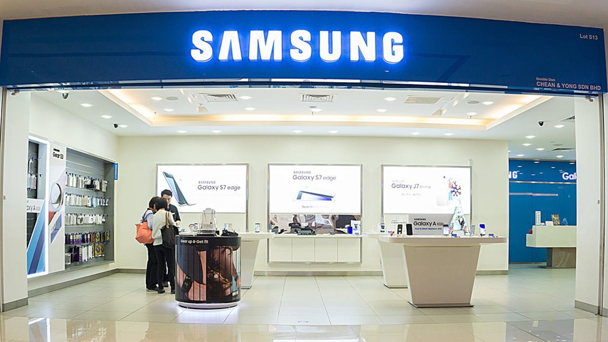 Samsung Is Offering Free In-Store Device Disinfection for Its Customers
