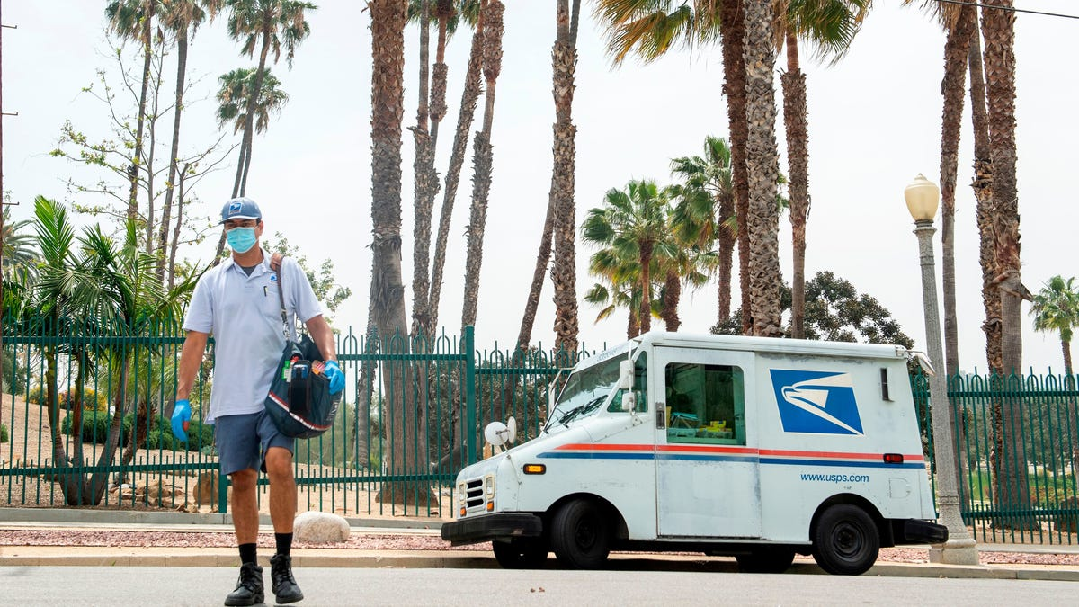 The USPS Is Reviewing Its Amazon Package Delivery Fees Because of Trump