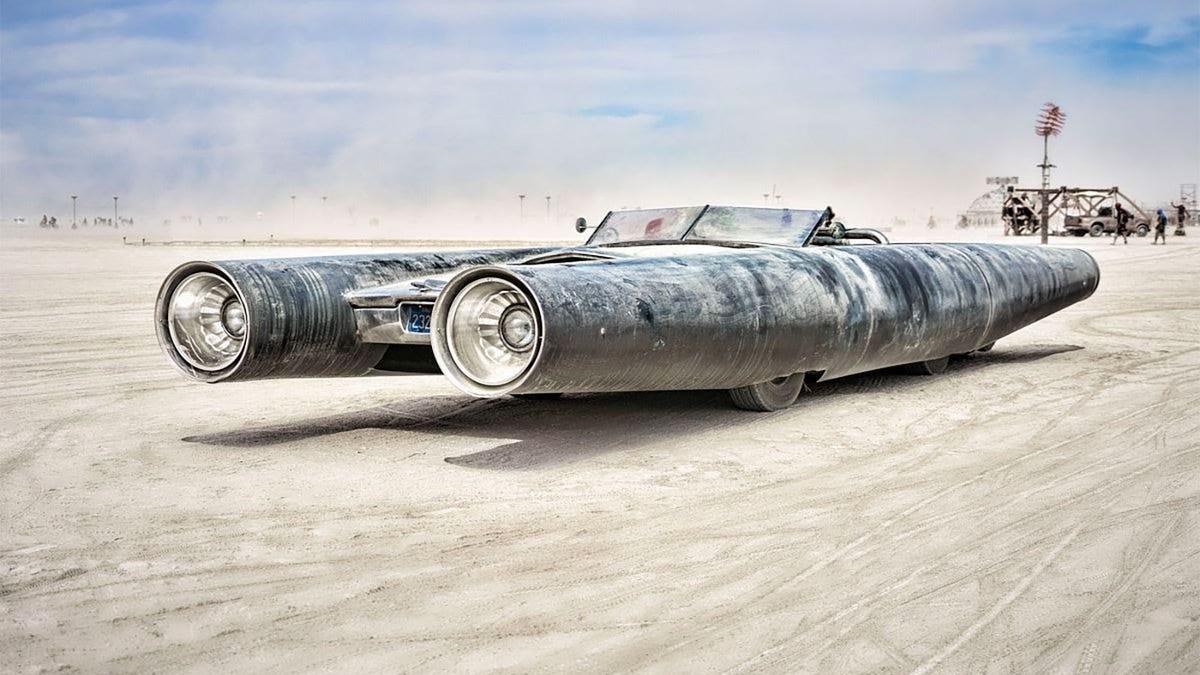 Ich schätze, ich kaufe das Raketenauto von Burning Man