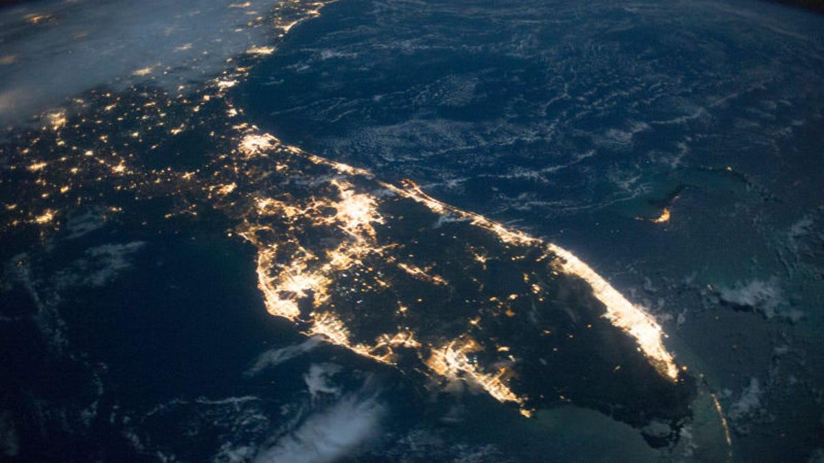 Por qué el cambio del alumbrado público a LED está siendo un completo desastre medioambiental