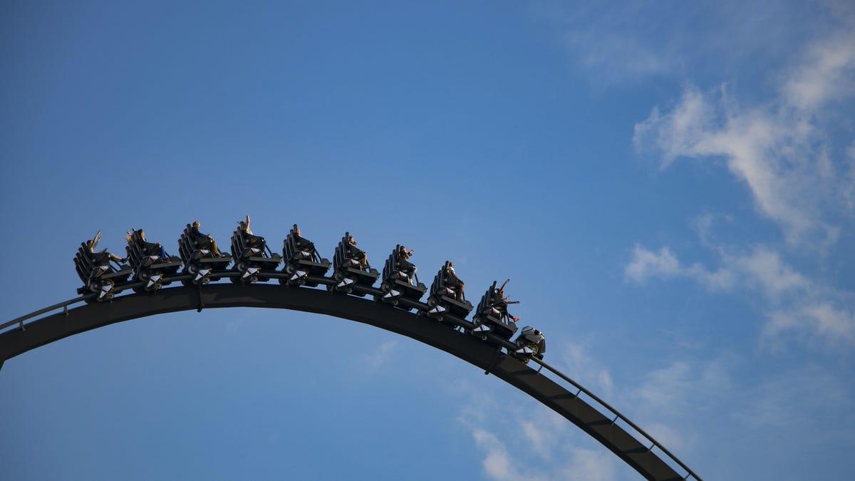 Japón pide a los visitantes de los parques de atracciones que no griten para evitar contagios