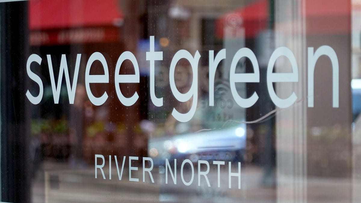 Sweetgreen CEO Says We Need Salads More Than a Vaccine Mandate thumbnail
