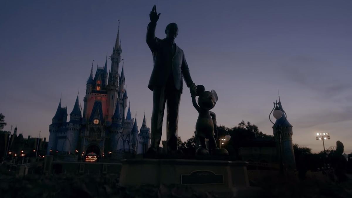 É claro que o vídeo de reabertura da Disney World é assustador 3