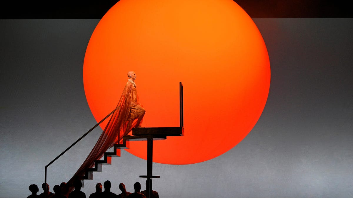 Akhnaten: A Revolutionary King Gets an Equally Innovative Opera