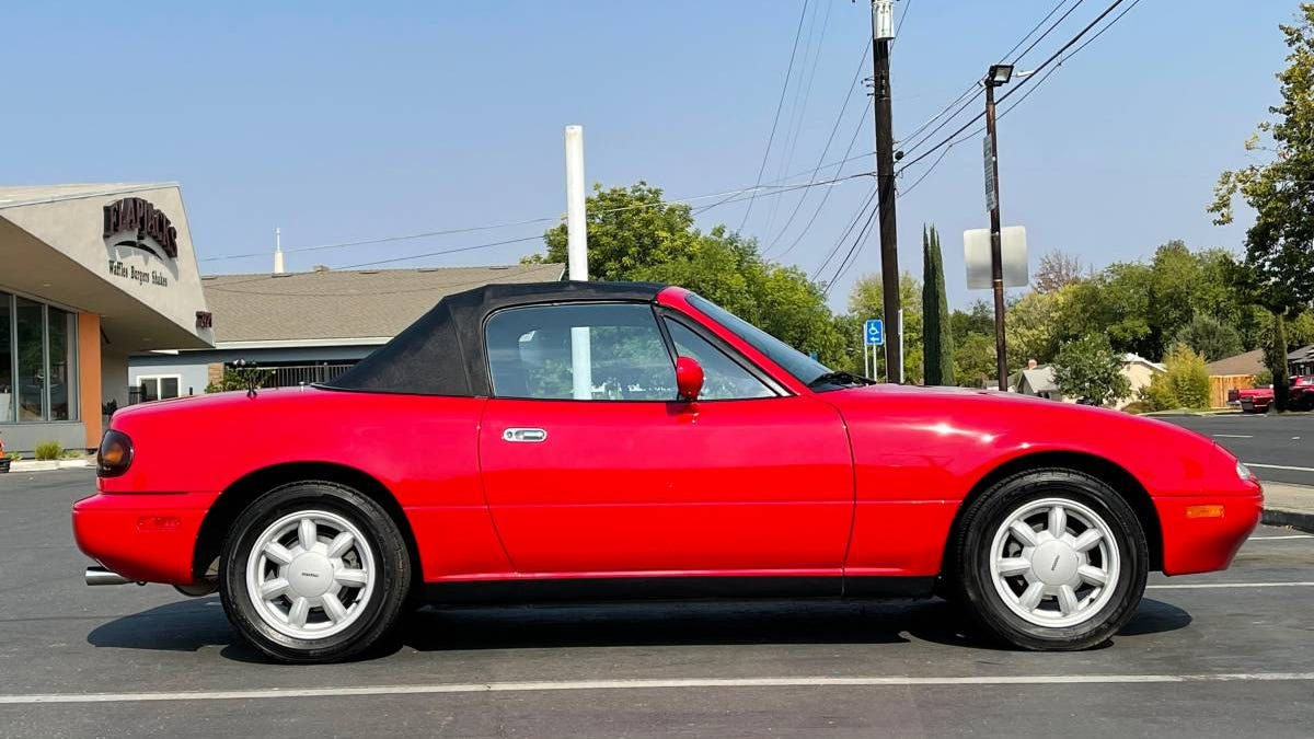 Bei $ 19.999, ist diese Low-Mileage '92 Mazda Miata verdienen hohes Lob?