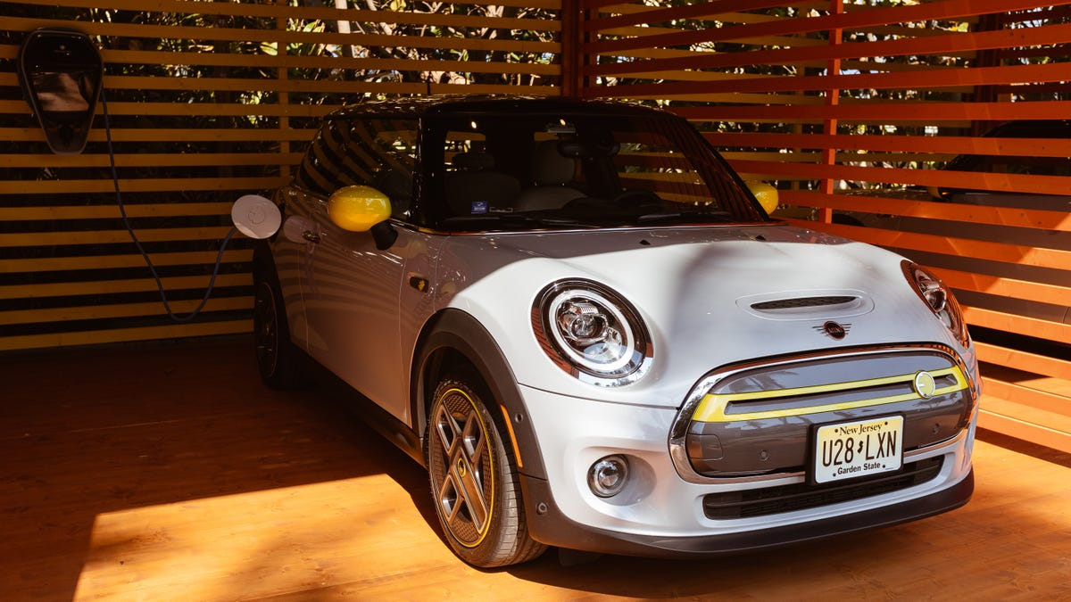 What Do You Want To Know About The Electric 2020 Mini Cooper SE?