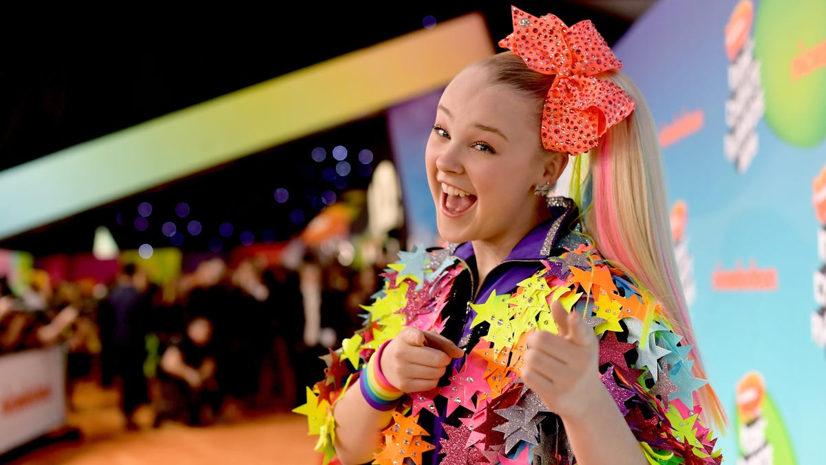 JoJo Siwa Doesn't Want to Kiss Another Human in Her New Movie, 'Especially' a Man