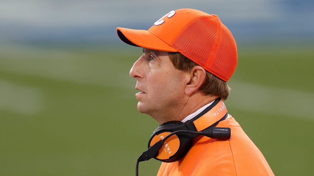 Dabo did it again: A timeline of the dumbest things the Clemson dunce has done