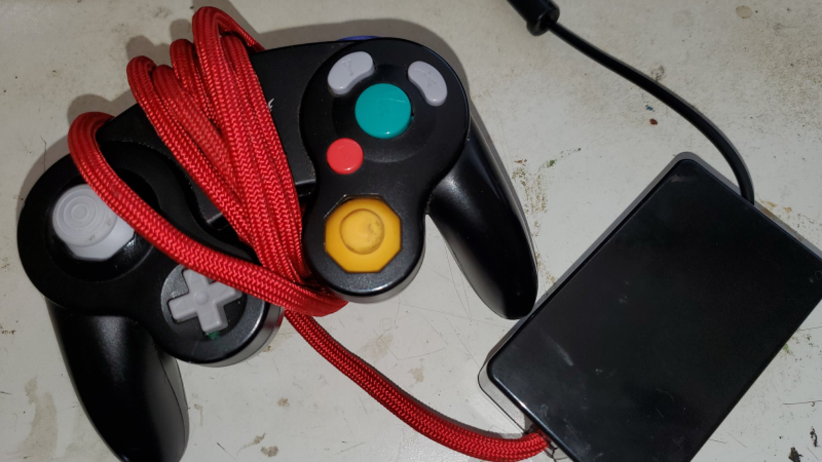 Smash Player Develops Hand-Warming GameCube Controller