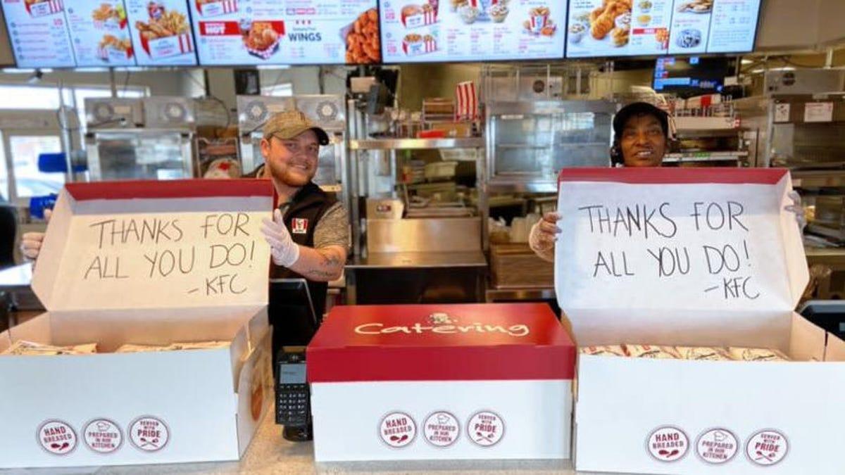 KFC pone de su parte donando un millón de piezas de pollo frito