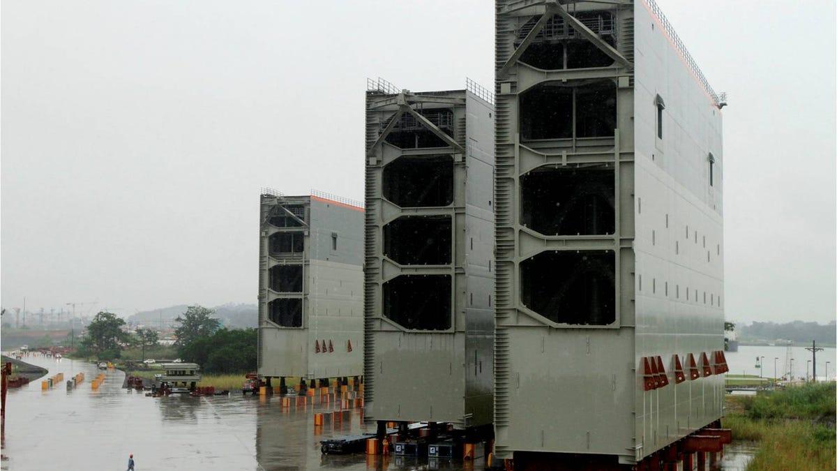 Así de gigantescas son las nuevas compuertas del Canal de Panamá