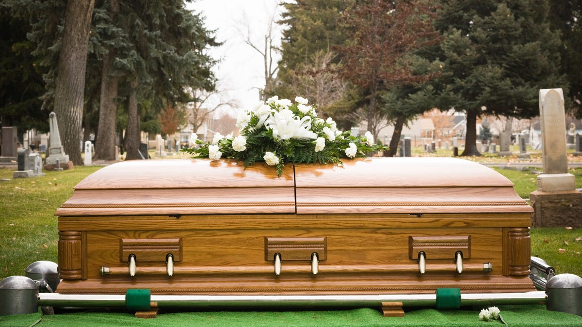 "Irish funeral ends with voice in casket crying ""Let me out!"""