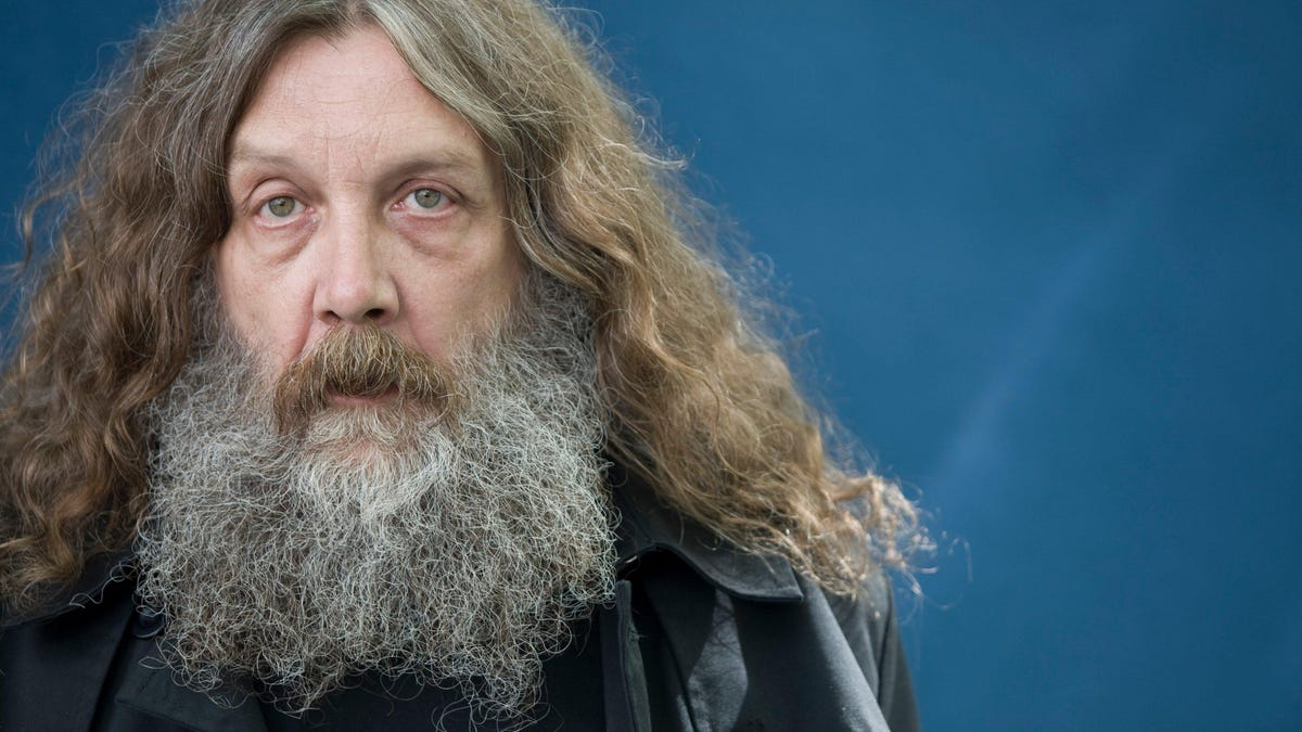 """Alan Moore is """"bursting with fiction,"""" lands six-figure book deal"""