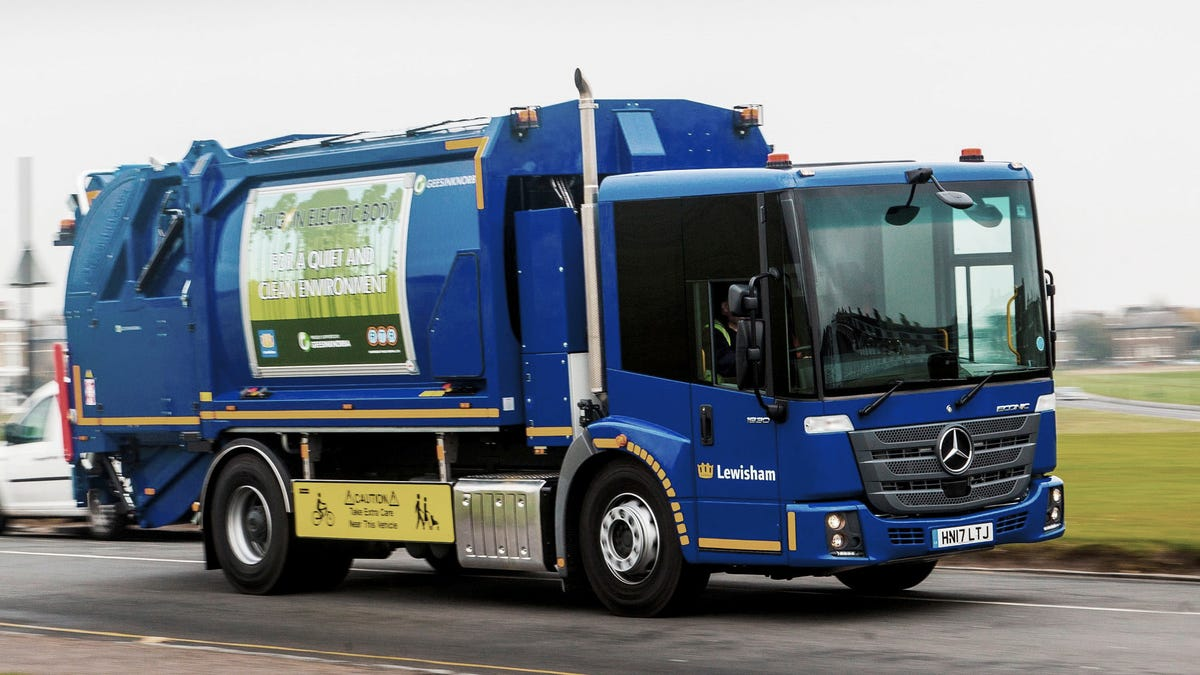 Daimler Announces Production Electric Garbage Truck