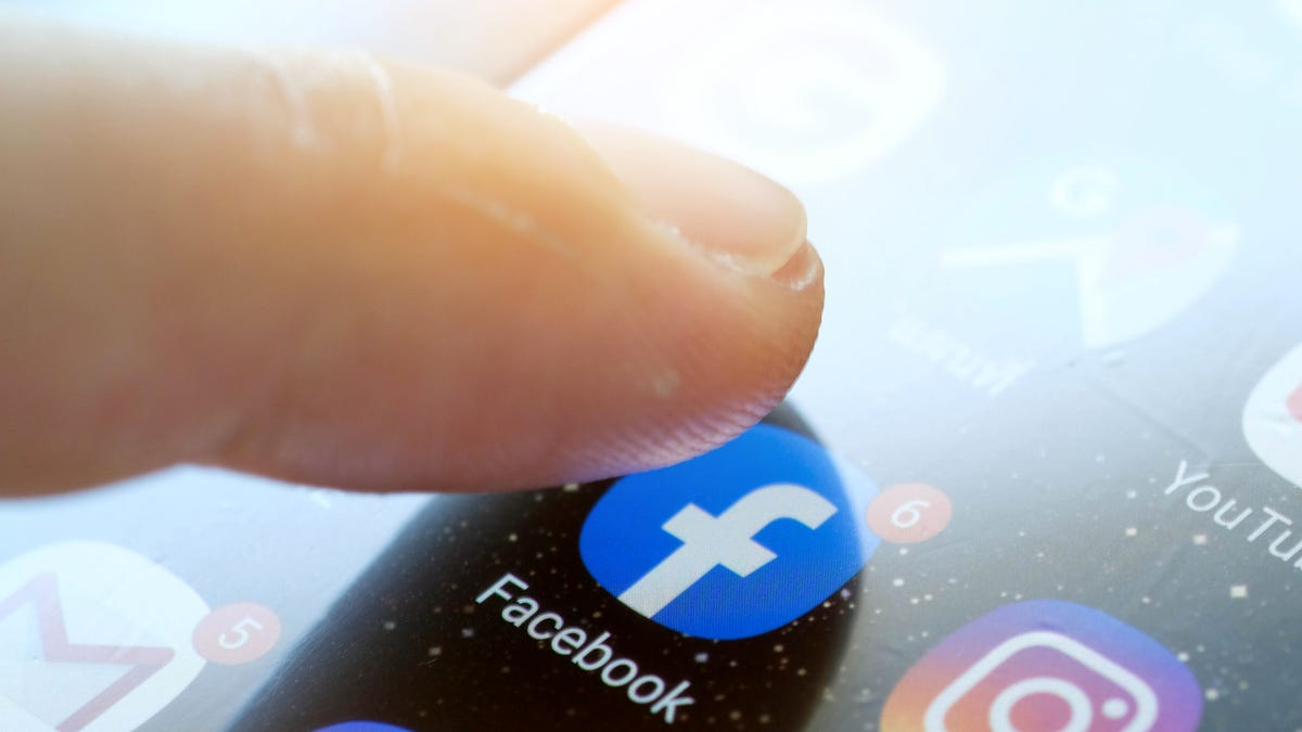 All the Different Ways You Can Silence Stupid People on Facebook