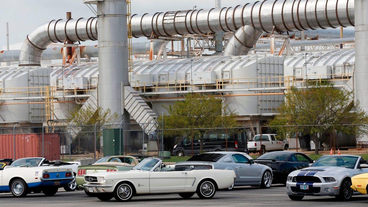 Aus einem Lagertank in einem Ford-Montagewerk lief eine Menge Benzin in die Kanalisation von Flat Rock, Michigan, aus.