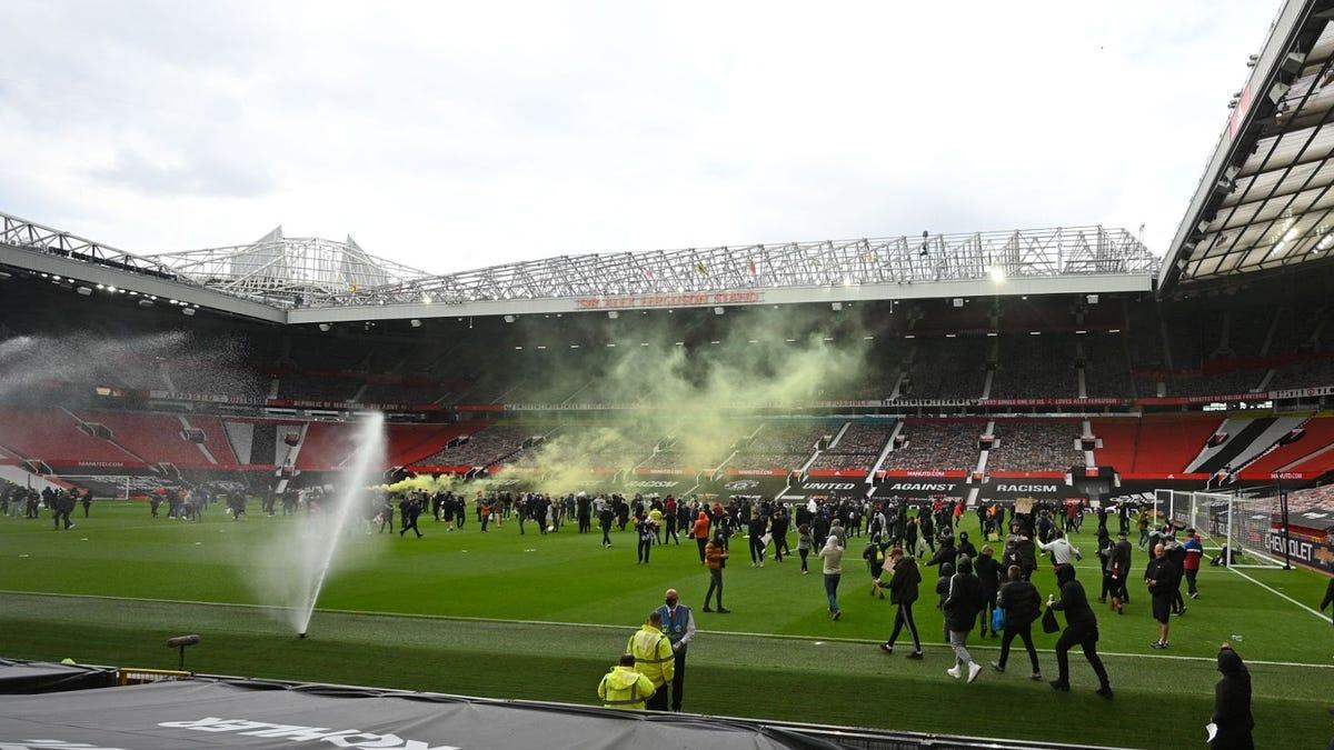 Manchester United v Liverpool postponed after fans invade ...