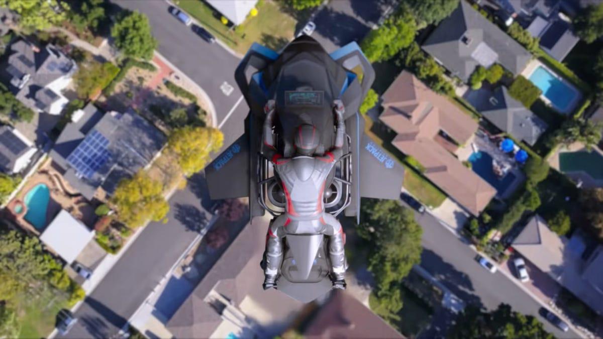 Das Einzige, was noch beängstigender ist als ein Motorrad zu fahren, ist ein fliegendes Motorrad zu fahren